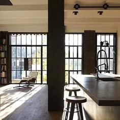 East Village Apartment by Olson Kundig Architects New York City Apartment, Dream Apartment, Apartment Living, Studio Apartment, Eames, Scandinavia Design, Interior Architecture, Interior Design, Apartment Makeover