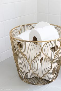 gold Bathroom Decor This small gold wire basket is perfect for holding extra rolls of toilet paper in the bathroom! Paper Basket Diy, Paper Basket Weaving, Gold Wire Basket, Wire Baskets, Wire Basket Decor, Basket Decoration, Bathroom Toilets, Small Bathroom, Neutral Bathroom