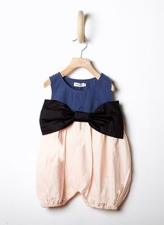 Woopeye abbigliamento per bambini, Neonato - Frankygrow Romper with Bow - Tutina neonato con fiocco http://www.woopeye.com/shop-1257-tutina-senza-maniche-con-fiocco.html