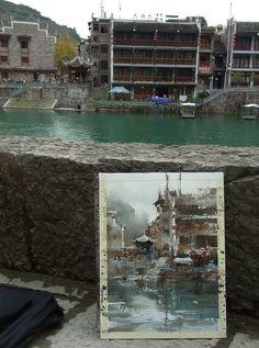 """Plein air in ZhenYuan town part 1,....Chien Chung-Wei 中山國際水彩名家邀請展的貴州寫生之旅第五天----鎮遠古鎮 之1  終於到了寫生之旅的最後一天!這天中午前我們到了鎮遠古鎮,將行李安頓好之後,就背著寫生包,迫不及待和曉惠老師出去找景點了。走沒多久我們又遇見了王金成老師一起同行。我們沿著河岸走,我打定主意這次一定要畫""""水"""",於是我們很快就決定落腳地點。或許是最後一天寫生,或許是前兩天苗寨畫的還順利,面對怡人的河岸景色,哼著歌和王老師邊畫邊聊,這張河景也畫得格外輕鬆瀟灑!快畫完時也近中午,曉惠老師找了一家小吃店,老闆很豪邁的端了一整盤菜和飯,我們三人就坐在河邊扒起飯來啦!  這張有著狂野飛白筆觸的河岸水彩寫生,大概也是用了一個半小時。"""