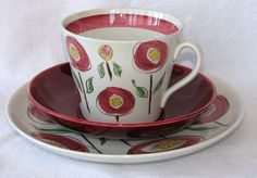 Solros from Gefle by Lillemor Mannerheim Porcelain Ceramics, Ceramic Pottery, Stig Lindberg, My Cup Of Tea, Vintage Pottery, Teacups, Scandinavian Design, Cup And Saucer, Cocoa
