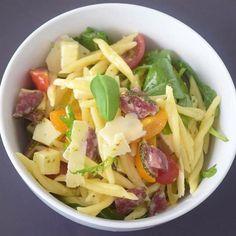 Hast du Lust, auf einen leckeren, italienischen Pennesalat? Dann habe ich dir auf meinem Blog ein richtig gutes #rezept  einfach aber einfach #lecker und passt super zu einem Salatbuffet beim #grillen #yummi #omnomnom #nomnom #food #foodblogger #food Penne, Foodblogger, Super, Cabbage, Vegetables, Italian Kitchens, Grilling, Recipes, Vegetable Recipes