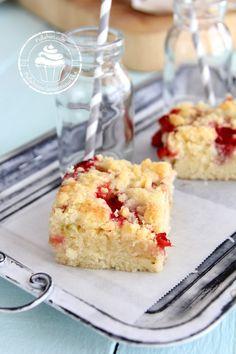 Pullahiiren leivontanurkka: Raparperipiirakka mansikoilla (pellillinen)