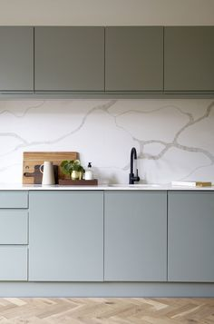 Kitchen Room Design, Modern Kitchen Design, Home Decor Kitchen, Interior Design Kitchen, Home Kitchens, Contemporary Kitchen Cabinets, Cuisines Design, Kitchen Remodel, Number