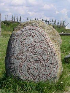 The Midgard Serpent aka Ouroboros of Norse mythology Art Viking, Rune Viking, Viking Life, Viking Woman, Ancient Symbols, Ancient Art, Les Runes, Ouroboros, Symbole Viking