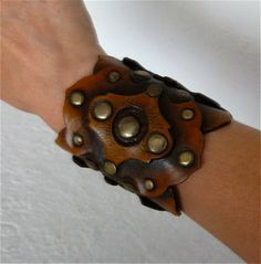 I'd love this - but for the upper arm, right above the elbow.  So. Cool.