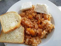Παραδοσιακή συνταγή για μαμαδίστικο λαχανόριζο κοκκινιστό! Fried Rice, Mashed Potatoes, Fries, Vegan, Ethnic Recipes, Food, Whipped Potatoes, Smash Potatoes, Essen
