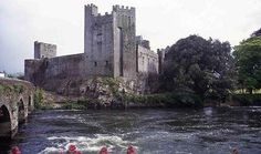 Cahir Castle | Attractions - Historic Houses and Castles | All Ireland - Republic of Ireland - Tipperary - Cahir | Discover Ireland - One of the places I want to visit (bucket list)