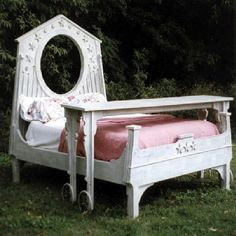 white queen bed room set.. like the top table