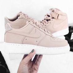 the latest 3c10a bb19a sturbock Nike Klamotten, Tolle Schuhe, Schöne Schuhe, Nike Schuhe Damen,  Marken Schuhe