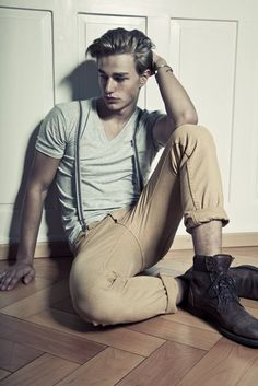 I like these shoes... and the model...