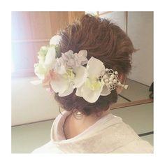 今やブライダルシーンの定番となった 「洋髪スタイル」 にも、そのシーズンごとにトレンドがあるのです!今回は、インスタグラムの先輩花嫁さんから、旬な 「洋髪」 のヘアアレンジを学んじゃいましょう♪ 結婚式・披露宴や前撮りで、〈白無垢〉や〈色打掛け〉などの和装を着る予定のプレ花嫁さんは、要チェックです♡