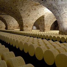 Les caves Roquefort Société, Aveyron Bien se couvrir pour la visite des caves