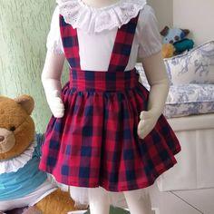 A imagem pode conter: uma ou mais pessoas Kids Dress Wear, Dresses Kids Girl, Kids Outfits, Little Girl Fashion, Toddler Fashion, Kids Fashion, Baby Romper Pattern, Baby Dress Patterns, Cotton Frocks For Kids