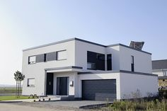 #maison #moderne à toit plat !  #gris #blanc #contemporain #design #architecte #architecture #construction http://www.m-habitat.fr/plans-types-de-maisons/types-de-maisons/les-maisons-d-architecte-828_A