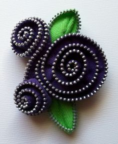 Vintage zippers made into flower brooches. What a fantastic idea!