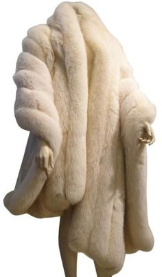 """Wrap, -(home, now ) This is the """"old--Hollywood-look; the """"Marilyn Monroe-look ! Belle Epoque, Brown Fur Coat, Vintage Outfits, Vintage Fashion, Mens Fur, Fur Cape, Fabulous Furs, Fur Stole, Wrap Coat"""