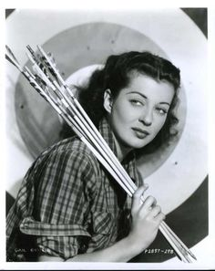 Gail Russell : Archery Bitchface Died at 36 of alcoholism. Hooray For Hollywood, Hollywood Icons, Hollywood Fashion, Golden Age Of Hollywood, Hollywood Actresses, Classic Hollywood, Woman Archer, Guy Madison, Archery Girl