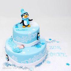 Tauftorte mit süßem Pinguin aus Fondant