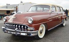 JamesEdition makes it easy to find DeSoto Firedome cars you're looking for, we feature DeSoto Firedome for sale by dealerships around the world. Cars Usa, Us Cars, Vintage Cars, Antique Cars, Vintage Auto, Chrysler Cars, Chrysler Usa, Old American Cars, American Motors