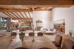 Die hohen, lichtdurchflutetenden Wohnräume in diesem charmanten #Landhaus strahlen Gemütlichkeit aus.