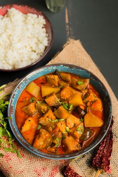 Kathirikai UrulaiKizhanghu Kara Kuzhambhu - Spicy Potato Brinjal Curry  Chettinad Delicacy