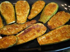 Oven-Fried Summer Squash from Buttoni - Looks easy and awesome! Shared via https://facebook.com/lowcarbzen