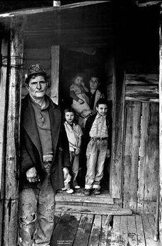 Corn Photography Miner on porch with family in doorway, Wilder, TN. Jack Corn PhotographyMiner on porch with family in doorway, Wilder, TN. Antique Photos, Vintage Pictures, Vintage Photographs, Old Pictures, Old Photos, Family Pictures, Appalachian People, Appalachian Mountains, Coal Mining