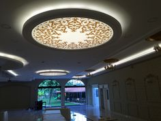 10 Amazing Tips Can Change Your Life: Contemporary False Ceiling Living Rooms false ceiling living room modern design.False Ceiling Design For Showroom false ceiling panels. Pop Design, Glass Design, Wall Design, House Design, New Ceiling Design, Simple False Ceiling Design, Ceiling Decor, Dome Ceiling, Led Ceiling Lights