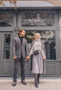 Good Cost-Free hijabi Fashion Winter Suggestions If your New Year sees an individual thinking fashion while in the very coldest weeks with gli Modern Hijab Fashion, Street Hijab Fashion, Hijab Fashion Inspiration, Muslim Fashion, Modest Fashion, Look Fashion, Casual Hijab Outfit, Hijab Chic, Hijab Fashionista