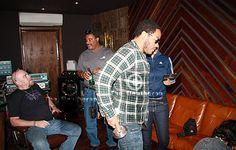 Lenny Kravitz in his studio on Eleuthera Island in the Bahamas. Bahamas Island, Lenny Kravitz, Roger Nelson, Prince Rogers Nelson, Record Producer, American Singers, Reggae, Hard Rock, Retro Fashion