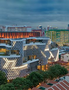 "façade of the complex building ""Iluma"" in Singapore is called ""Crystal Mesh"""