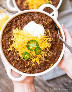 """Texas Chili Recipe (Spicy & Smokey + No Beans!) Our authentic Texas Chili recipe is beefy, thick, spicy and smokey. This """"Bowl o' Red"""" is hearty and succulent homemade goodness your family will LOVE! Texas Chilli Recipe, Texas Roadhouse Chili Recipe, Best Chili Recipe, Chilli Recipes, Beef Recipes, Soup Recipes, Thick Chili Recipe Slow Cooker, Authentic Chili Recipe, Chili Con Carne"""