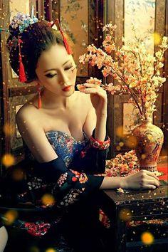 """Al tempio c'è una poesia """"La mancanza"""",solo due parole, ma il poeta le cancellò perché non si può leggere la mancanza"""