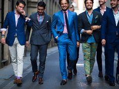 На сегодняшний день можно комбинировать элементы костюма с одеждой в уличном стиле. Это актуальный и компромиссный вариант для тех, кто хочет выглядеть стильно и не спешит убирать классику на антресоль