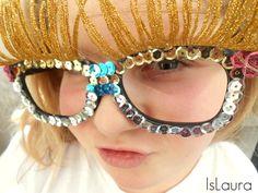 come fare degli occhiali di carnevale riciclando occhiali e frange dei vestiti