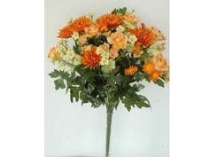 Bouquet combinado de camelias, de flor artificial, con tallos con hojas verdes y relleno silvestre de 44 cms de altura. Disponible en color crema, rosa, salmón y naranja.