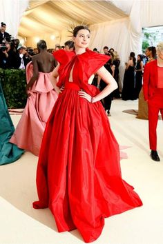 cd0b59e1a0cf9 Anne Hathaway at the Met Gala 2018 in a taffeta gown by Pierpaolo Piccioli  for Valentino Hate Couture.