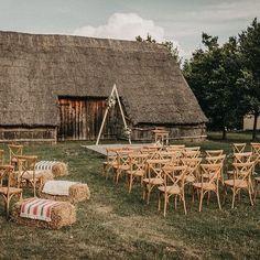 chetres (@chetreseventdeco) • Instagram-fényképek és -videók Ceremony Backdrop, Outdoor Ceremony, Wedding Hire, Wedding Ceremony, Outdoor Furniture Sets, Outdoor Decor, Wedding Decorations, Cabin, House Styles