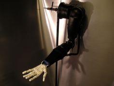 Print3d World: Joven de 17 años crea un brazo robótico impreso en 3D y programado con Arduino http://www.print3dworld.es/2013/07/joven-de-17-anos-crea-un-brazo-robotico-impreso-en-3d-y-programado-con-arduino.html