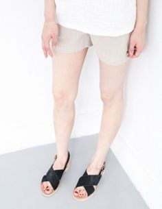 Today's Hot Pick :Elastic Banded Linen Shorts http://fashionstylep.com/P0000VMX/vivaglam7/out Prim and refined with the guarantee of comfort. Crafted from linen, these pair of shorts features a convenient banded waistband and belt loops for a functional wear. Durable and has a flattering fit for a modest but chic appeal. Available in white and beige shades.