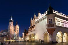 Kraków to nie tylko Smok Wawelski, zabytki i Sukiennice. To także niesamowita architektura Nowej Huty, klezmerskie nuty na Kazimierzu, liczne teatry i wiele innych, niezapomnianych miejsc