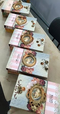 How to Decoupage Furniture with Napkins a Table Decoupage Vintage, Decoupage Box, Vintage Crafts, Cigar Box Crafts, Altered Cigar Boxes, Diy And Crafts, Paper Crafts, Decoupage Furniture, Idee Diy