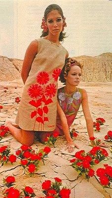 60s summer style. Floral shift dresses.