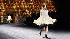 Louis Vuitton Fall 2020 Ready-to-Wear Fashion Show - Vogue Fashion Line, Milan Fashion, Diy Fashion, Fashion Show, Fashion Videos, Fashion News, Autumn Fashion, Catwalk Design, Tankini Swimsuits For Women