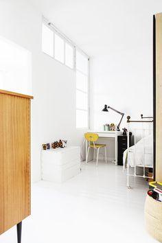 koulupöytä,valkoinen,valkoinen sisustus,lastenhuone,oma huone,työpöytä
