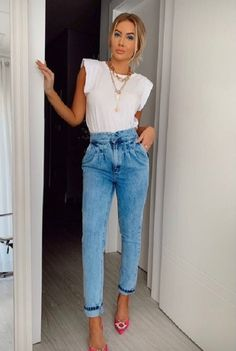 Fashion Business, Muscle T Shirts, Mom Jeans, Summer Outfits, Casual Outfits, Casual Looks, Ideias Fashion, Fashion Accessories, Fashion Dresses