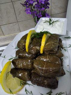 """Η Συνταγή είναι από κ. Κατερινα Στεργιου – """"ΟΙ ΧΡΥΣΟΧΕΡΕΣ / ΗΔΕΣ"""". ΥΛΙΚΑ Μια κούπα του νερού ρύζι Καρολίνα.... δυο κρεμμυδια ξερά. Τρεια κρεμμυδάκια φρέσκα .. ένα φλυτζάνι του τσαγιού ελαιόλαδο .. Προερετικα ένα κύβο. Λαχανικόν Ethnic Recipes, Food, Essen, Meals, Yemek, Eten"""