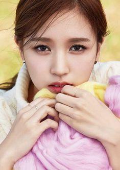 9 Potret cantiknya member TWICE Myoui Mina Nayeon, Kpop Girl Groups, Korean Girl Groups, Kpop Girls, K Pop, Signal Twice, San Antonio, Twice Group, Sana Momo