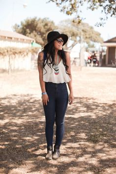 Great outfit idea for that time of the year when it's just moving from Summer into Fall time!